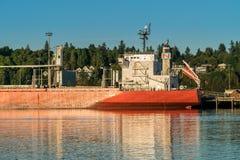 沿Budd海湾,皮吉特湾的船 免版税库存照片