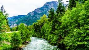 沿Duffy湖路的Cayoosh小河在Lillooet附近在不列颠哥伦比亚省加拿大 图库摄影