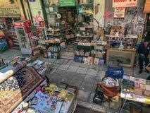 沿Ermou,雅典,希腊的场面--购物街道 库存照片