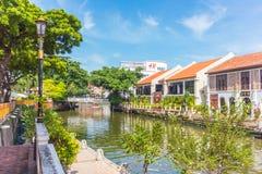 沿Melaka河的硬石餐厅市在马六甲,马来西亚 马六甲 免版税图库摄影