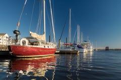 沿Pamlico河停泊的游艇 免版税图库摄影