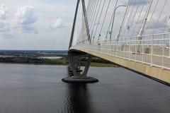 沿Ravenel桥梁 免版税库存图片