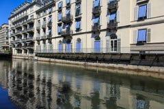 沿Schanzengraben护城河的大厦在苏黎世 免版税库存图片