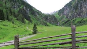 沿Schoenachtal谷的供徒步旅行的小道在提洛尔奥地利 一部分的高tauern山 股票视频