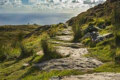 沿Slibh Liag, Co峭壁的一条道路  Donegal 免版税库存图片
