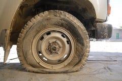 泄了气的轮胎 免版税库存图片