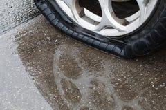 泄了气的轮胎 免版税图库摄影