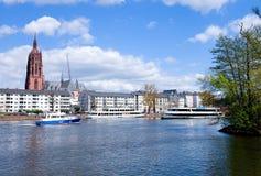 法兰克福人行桥- flotile主要的河 免版税库存照片