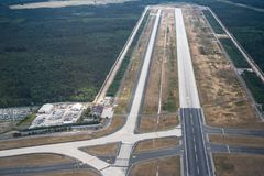 法兰克福国际机场的,德国跑道 库存照片