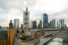 法兰克福地平线在剧烈的天空下 法兰克福德国主要 免版税图库摄影