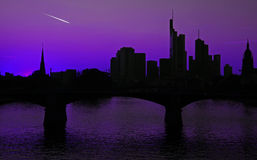 法兰克福地平线有彗星的尾巴的 免版税库存照片