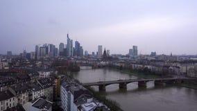 法兰克福德国缅因河和企业塔在斯诺伊天 股票视频