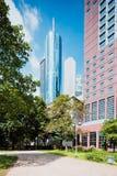 法兰克福有它的摩天大楼的银行业务区 库存图片