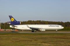 法兰克福机场-汉莎航空公司货物MD-11离开 免版税库存照片