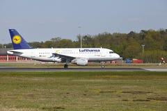 法兰克福机场-空中客车汉莎航空公司A319-100离开 库存图片