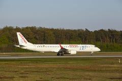 法兰克福机场-巴西航空工业公司AirEuropa ERJ-195离开 免版税库存照片