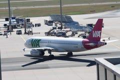 飞机在法兰克福国际机场 免版税库存图片
