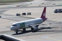 飞机在法兰克福国际机场 免版税图库摄影