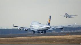 法兰克福,德国- 2015年2月28日, :汉莎航空公司波音747 - MSN 26427 - D-ABVN,被命名多特蒙德着陆在法兰克福 免版税库存图片