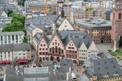 法兰克福,德国- 2017年6月4日:对法兰克福,现代ald老传统建筑,教会的中心的鸟瞰图和 免版税图库摄影