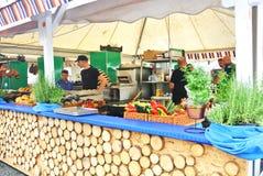 法兰克福,德国- 2017年6月6日:市场用克罗地亚的食物食物节日的在法兰克福 免版税图库摄影