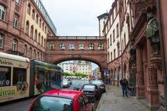 法兰克福,德国- 2016年6月15日:Ratskeller -作为典型的建筑学在老镇 库存照片