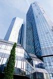 法兰克福,德意志银行看法与摩天大楼的 免版税库存图片