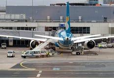 法兰克福,黑森,德国, 2018年3月13日:在机场柏油碎石地面的航空器,背面图 免版税库存图片