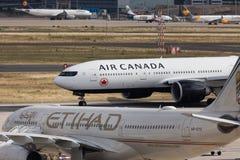法兰克福,黑森/德国- 25 06 18 :加拿大航空飞机着陆在法兰克福国际机场德国 库存图片