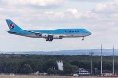 法兰克福,黑森/德国- 25 06 18 :大韩航空飞机着陆在法兰克福国际机场德国 免版税库存图片
