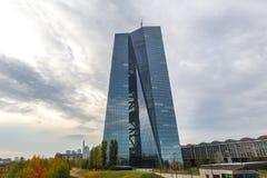法兰克福,黑森/德国- 11 10 18 :欧洲央行大厦在法兰克福德国 库存照片