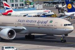 法兰克福,黑森/德国- 25 06 18 :沙特阿拉伯飞机在法兰克福国际机场德国 库存图片