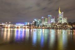 法兰克福主要在晚上,德国 免版税库存图片