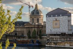 法兰西学会在巴黎在10月下旬 库存图片