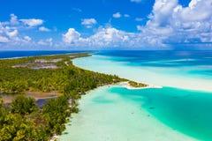 法卡拉瓦环礁环礁海岛motu的寄生虫图象和在法属玻里尼西亚大溪地 库存图片