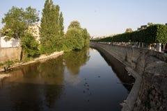 法国、Vendome、河和树 库存图片
