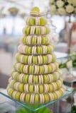 法国五颜六色的蛋白杏仁饼干金字塔  库存照片