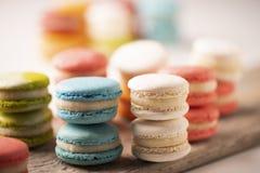 法国五颜六色的macarons的选择 免版税库存照片
