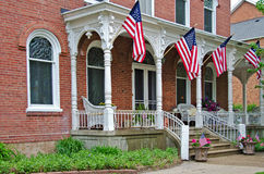 法国人与旗子的Italianate豪宅 免版税库存照片