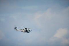 法国人海岸卫队抢救直升机 免版税库存图片