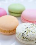 法国人Macaron酥皮点心板材  免版税库存图片