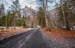 法国农村路在秋天 库存照片
