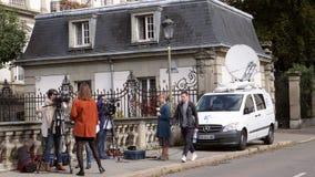 法国准备3位阿尔萨斯的记者传送活从史特拉斯堡街道  影视素材