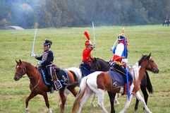 法国和俄国战士reenactors在战场战斗 库存照片