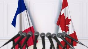 法国和加拿大的旗子在国际会议或交涉新闻招待会 影视素材