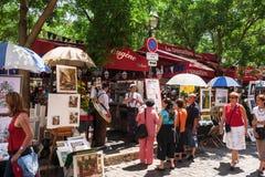 法国咖啡馆和露天在Tertre的艺术家市场摆正地方d 免版税库存图片