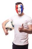法国国家队足球迷与球的在胳膊展示okey标志 库存照片