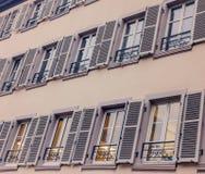 法国土气窗口关闭农村房子,法国 免版税库存照片