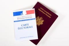 法国在白色背景隔绝的护照和投票的卡片 库存图片