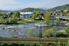 法国城市波城的春天视图 免版税库存照片
